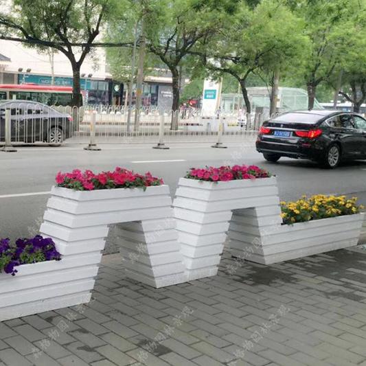 现代道路PVC移动花箱的玻璃钢内胆特点如何?