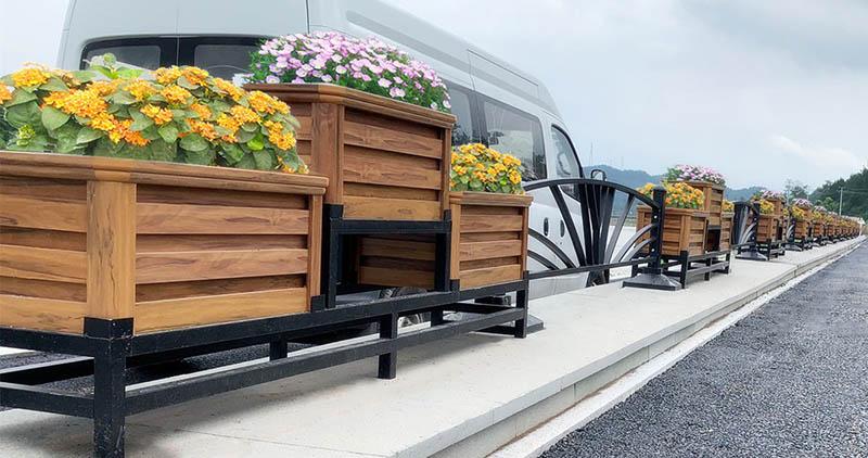 交通隔离设施_交通安全设施:新型护栏花箱隔离带