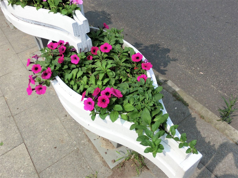 户外道路PVC 花箱定制哪个好?PVC花箱厂家