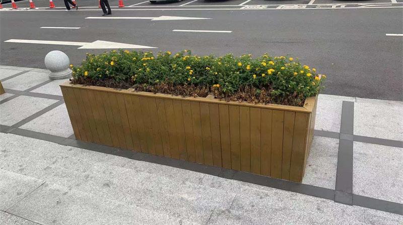 防腐木花箱用什么土适合植物生长