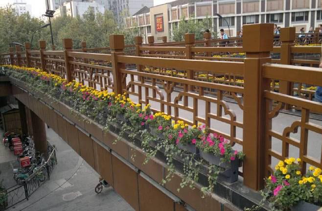 如何选择高架桥绿化花箱?