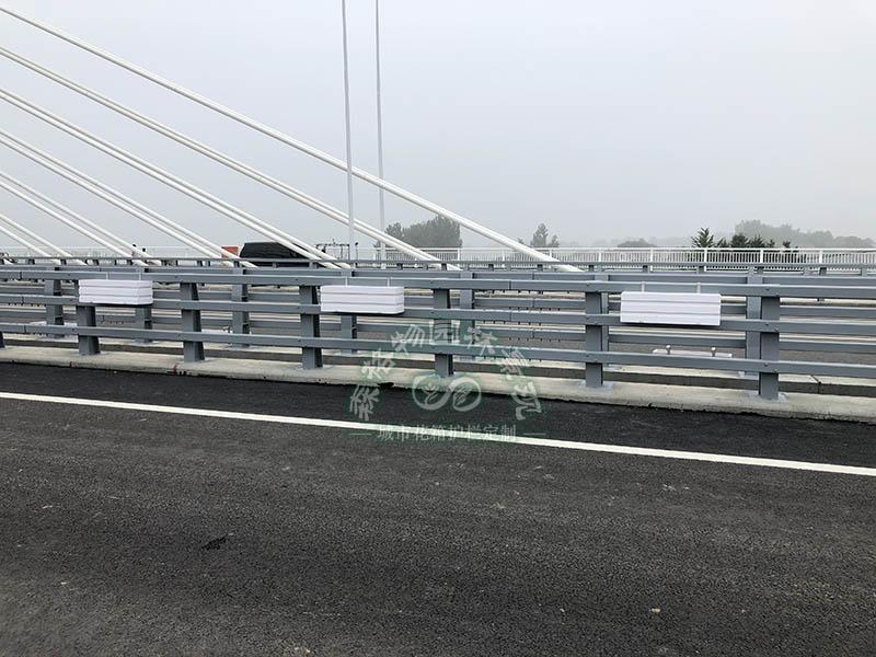 道路桥梁悬挂式花箱的优点在哪里