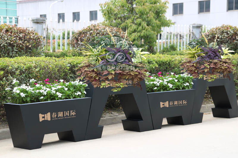 昆明春湖国际城花箱案例