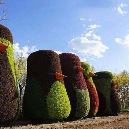 动漫卡通绿色植物雕塑立体花坛