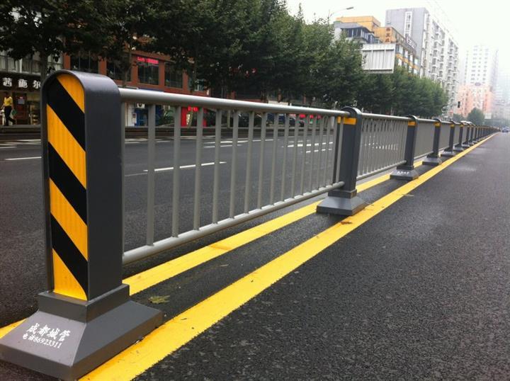 绿化带锌钢护栏详解